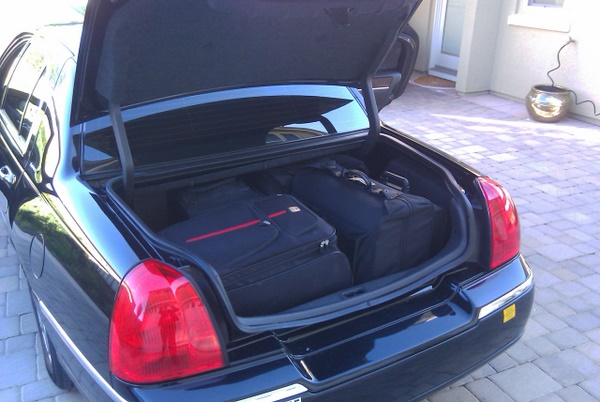 Lincoln Luggage Space