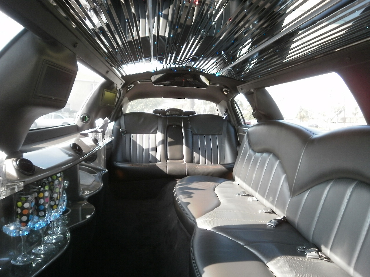 White Stretch Town Car Party Bus And Limo Rental Prom Wedding