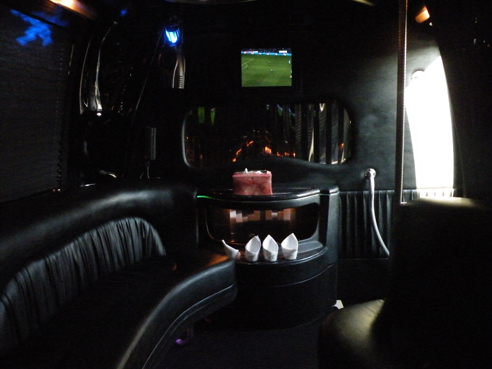 Party Bus 32 Pax Front